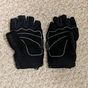 Bundle 2 for $6! Nike Weightlifting Gloves
